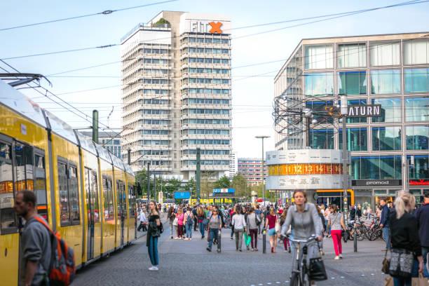 gelben straßenbahn im zentrum von berlin am alexanderplatz - weltzeituhr stock-fotos und bilder
