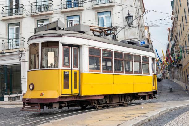 yellow tram in lisbon - eletrico lisboa imagens e fotografias de stock