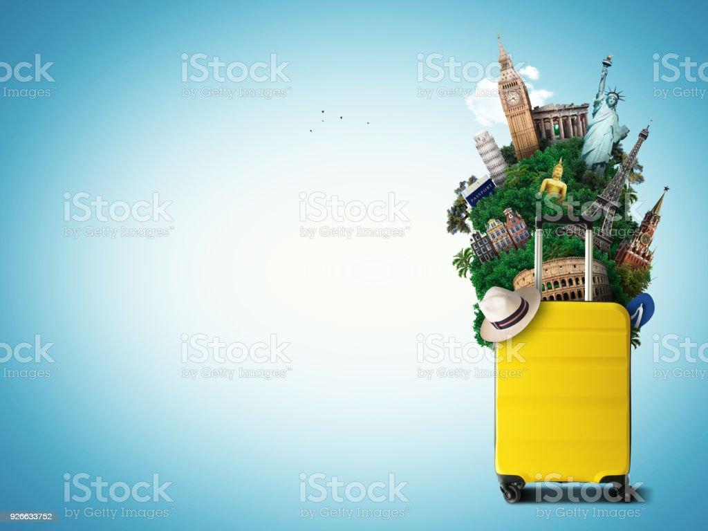 世界のランドマークと黄色のトラベル バッグ ロイヤリティフリーストックフォト