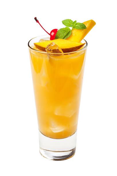 Gelbe tropischen drink, isoliert auf weißem Hintergrund – Foto