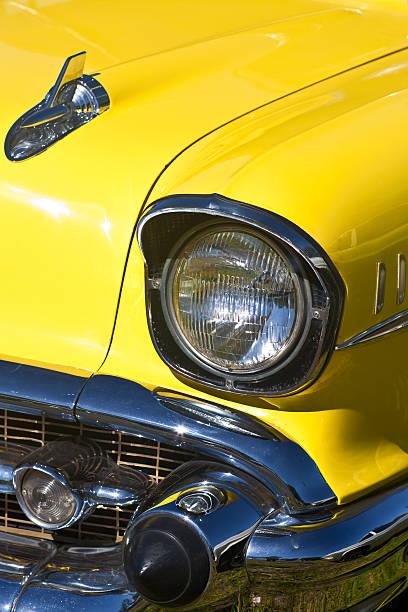 Amarelo automóvel antigo farol detalhe Vertical de imagem - foto de acervo