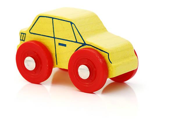 Coche de juguete de madera - foto de stock