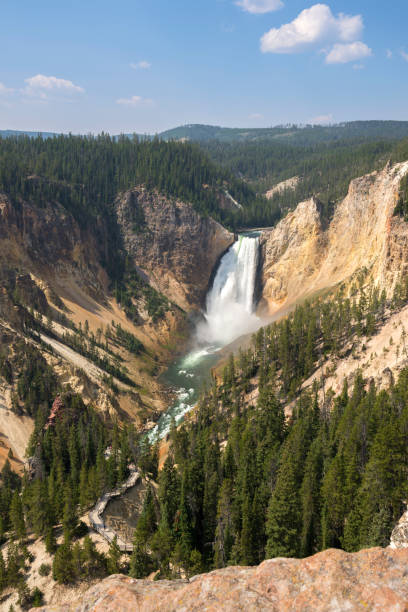 yellowstone river and falls ingrand canyon in Yellowstone National Park – zdjęcie