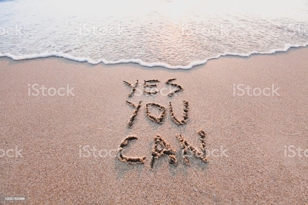 Ja, Sie können, motivierende und inspirierende Botschaft auf sand – Foto