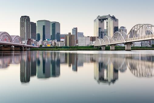 Yodogawa 川の大阪 - アジア大陸のストックフォトや画像を多数ご用意