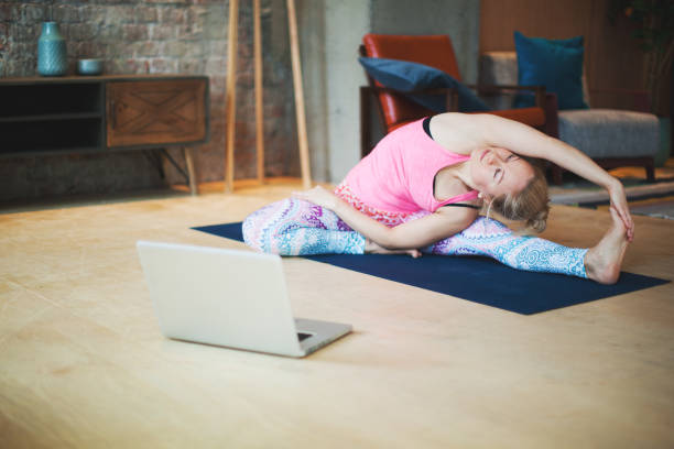 Yoga-Kurse mit Laptop – Foto