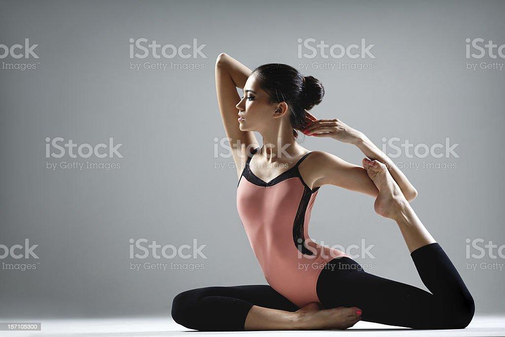 yoga ejercicio - Foto de stock de Mujeres libre de derechos