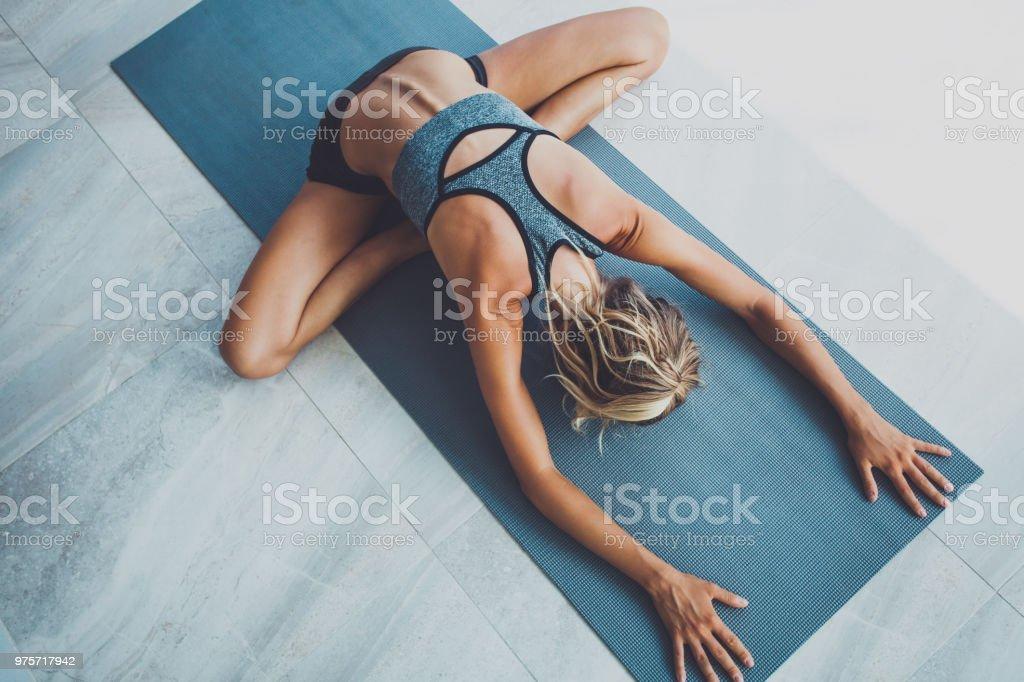 Yoga-Übungen zu Hause – Foto