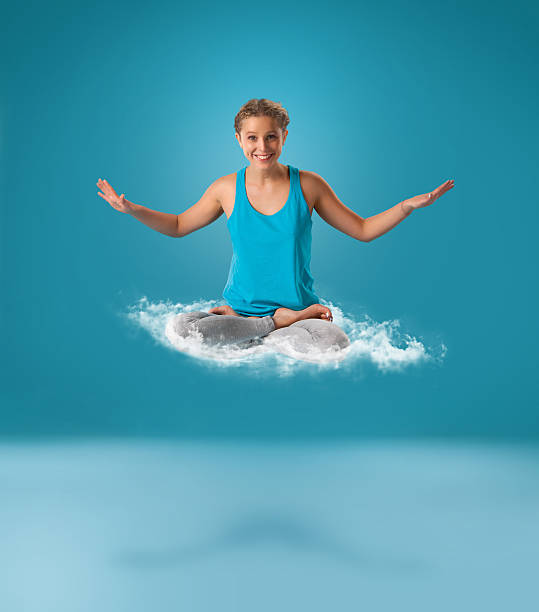 yoga levitation - lustiges yoga stock-fotos und bilder