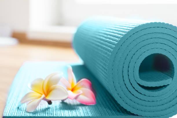 Yoga-Matte auf dem Boden – Foto