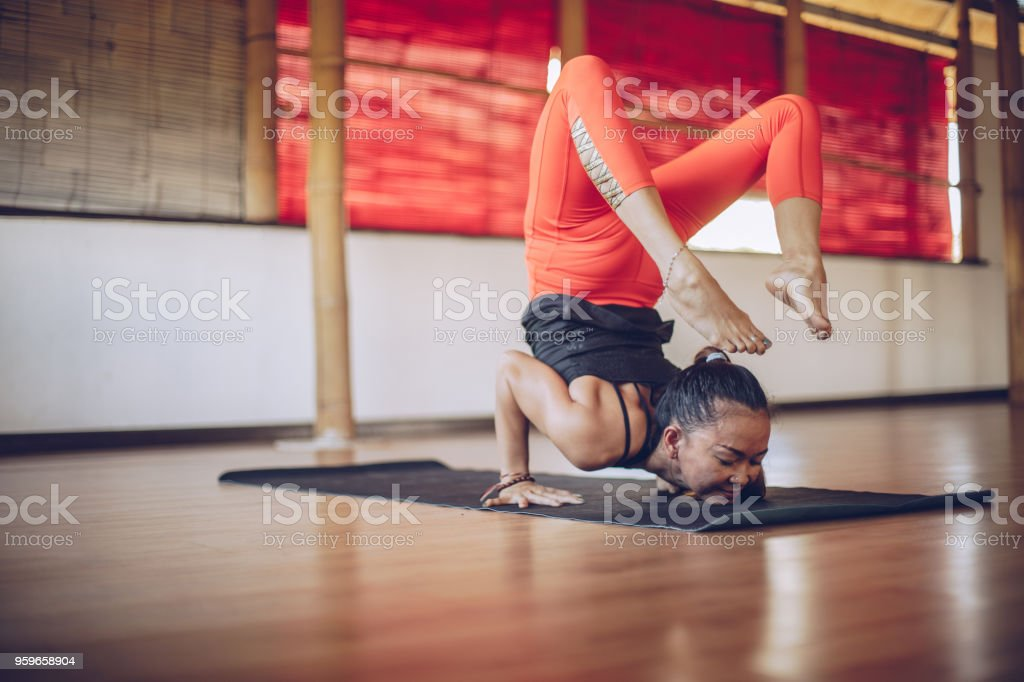 Yoga meditación - Foto de stock de Actividades y técnicas de relajación libre de derechos