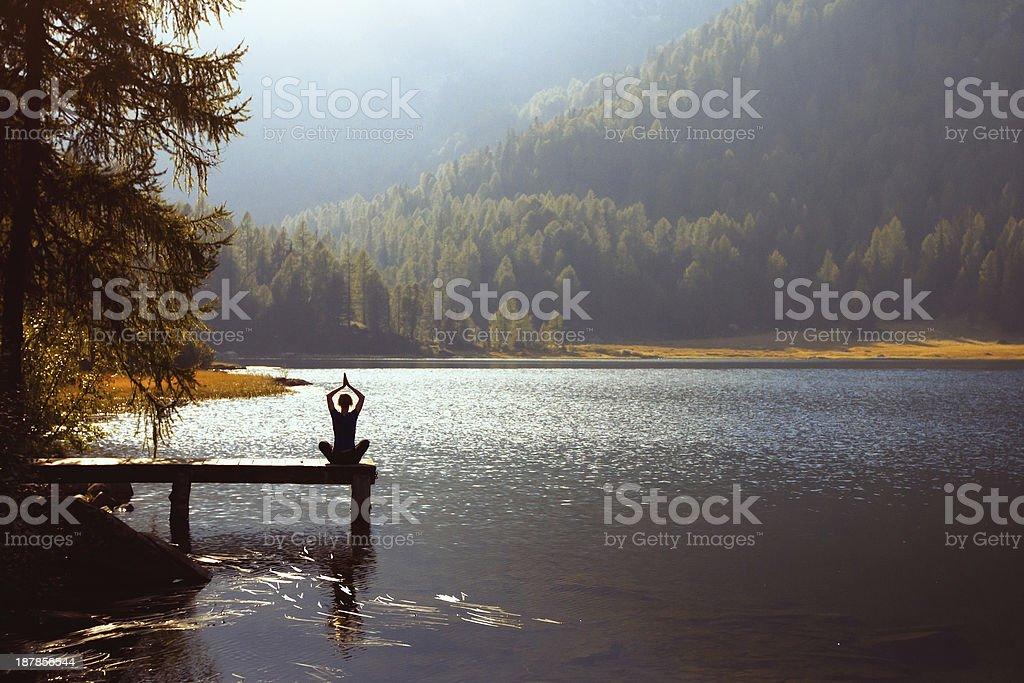 yoga auf den See - Lizenzfrei Abgeschiedenheit Stock-Foto