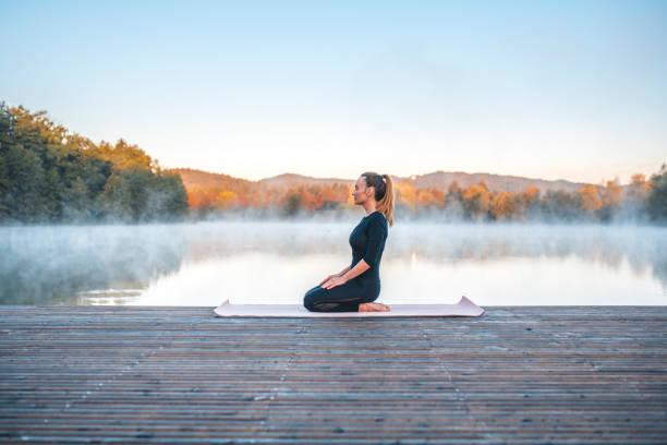 Yoga-Pose - Held pose (Virasana) – Foto