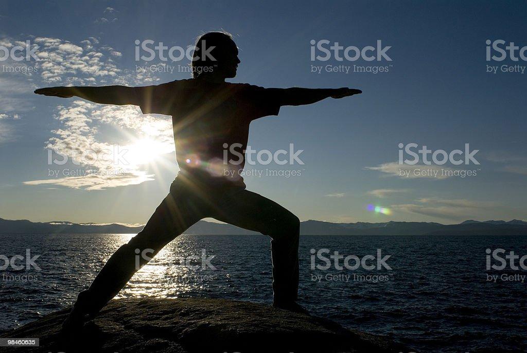 Posa Yoga con sole flare foto stock royalty-free