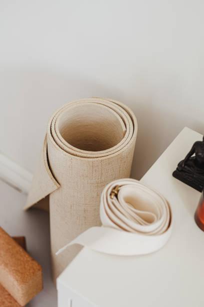 El bodez de yoga en el interior de un hogar - foto de stock
