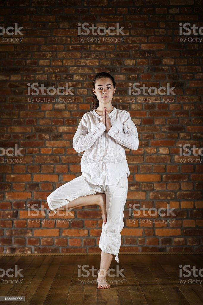 요가 - 10대 여자아이 운동 royalty-free 스톡 사진