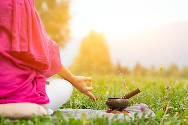 Yoga mit tibetischen bell – Foto