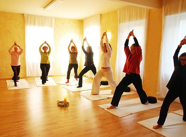 yogagroup - kundalini yoga stock-fotos und bilder