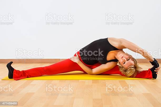 Yogaparivrtta Janu Sirsasanacabeza Hacia Atrás De Postura De La Rodilla Foto de stock y más banco de imágenes de Actividades recreativas