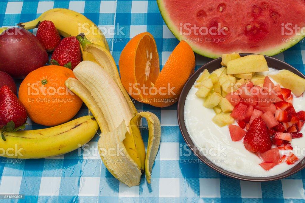 yogurt con trozos de frutas stock photo