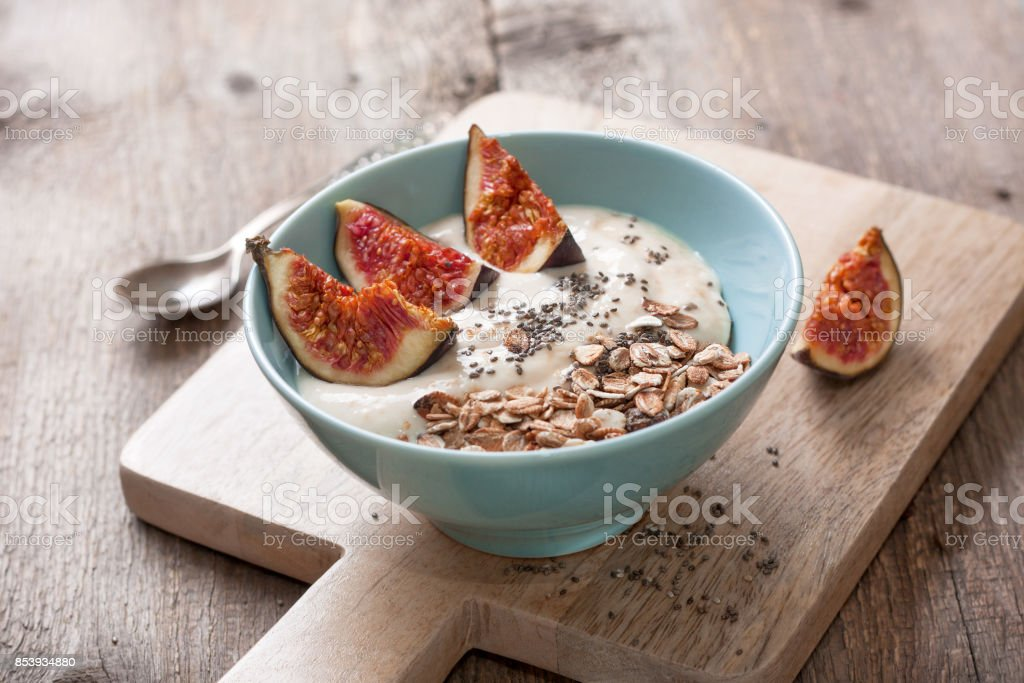 yogurt with figs