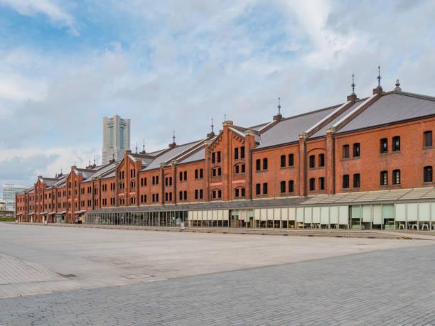 yokohama red brick warehouse in yokohama, kanagawa prefecture, japan. the yokohama red brick warehouse is a historical building in yokohama port. - prefektura kanagawa zdjęcia i obrazy z banku zdjęć
