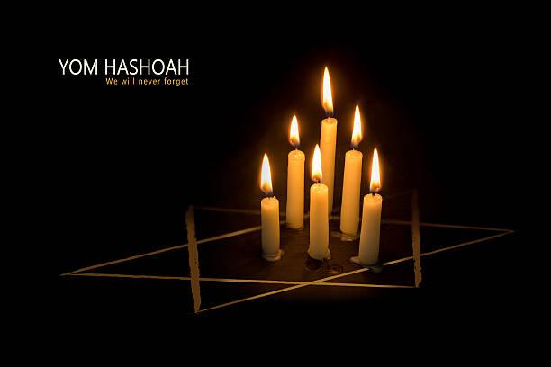 yom hashoah, velas y el star of david on black - memorial day fotografías e imágenes de stock