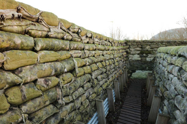 yorkshire trench en dug out wwi loopgraven in ypres belgië - greppel stockfoto's en -beelden