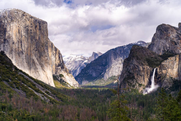Yosemite national Park Tunnel View of Yosemite national Park in California San Francisco USA el capitan yosemite national park stock pictures, royalty-free photos & images