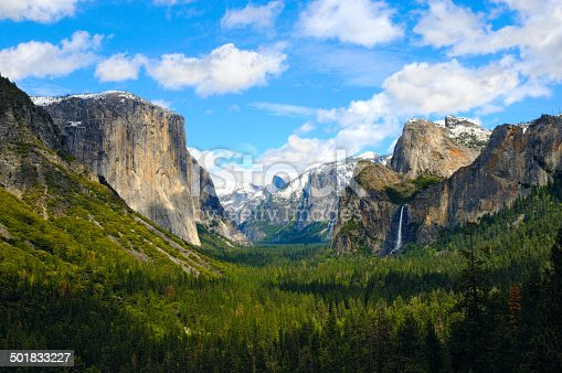 The view of the iconic valley from Tunnel View, Yosemite National Park, California, USA.