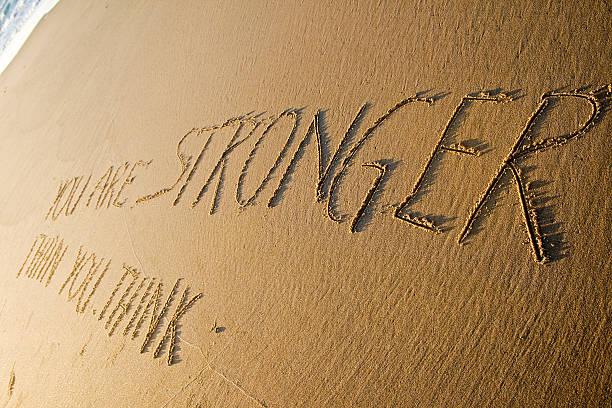 du bist stärker als sie denken. kreative motivation konzept. - motivationsfitness zitate stock-fotos und bilder
