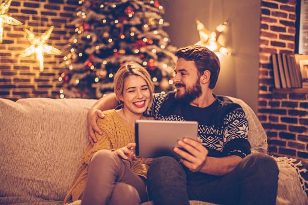 you bring happiness in home - weihnachtsprogramm stock-fotos und bilder