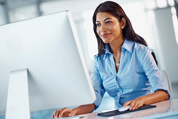 sie können immer online-lösungen - damen shirts online stock-fotos und bilder