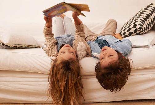 You Can Always Get Lost In A Book Stockfoto en meer beelden van 6-7 jaar