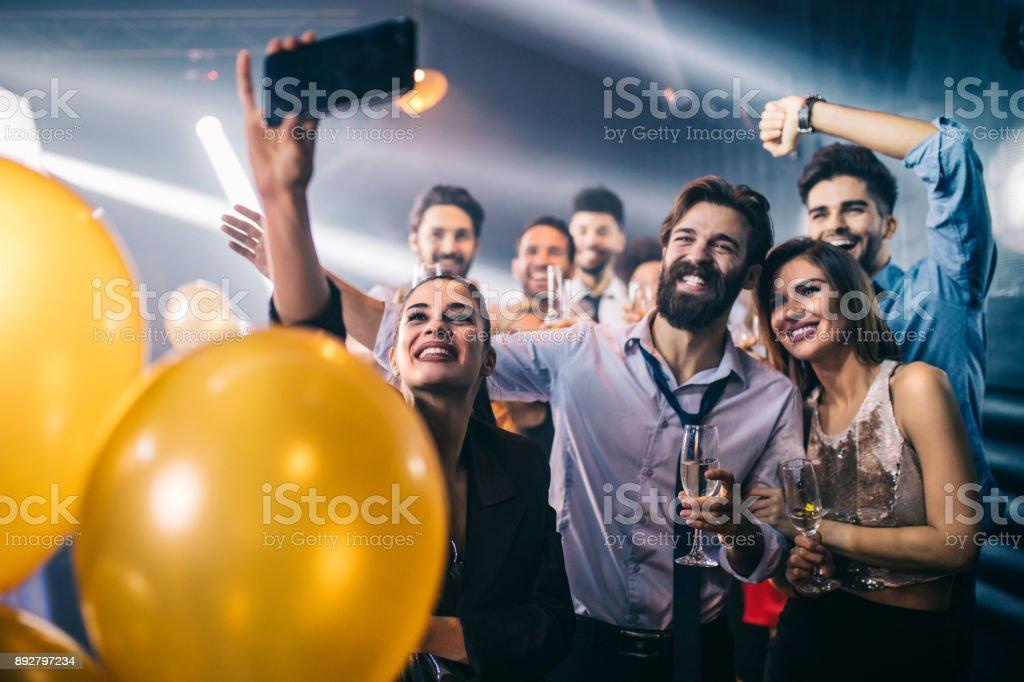 Sie können keine Party haben, ohne dass ein Selbstporträt – Foto