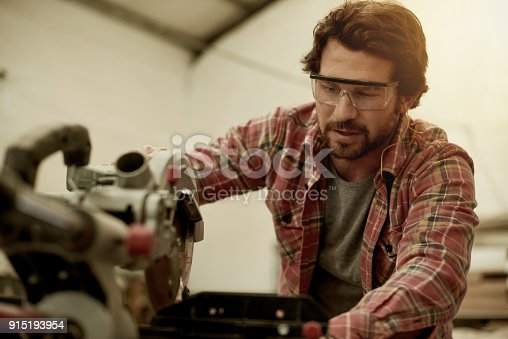 915192732 istock photo You can't tell him anything about carpentry 915193954