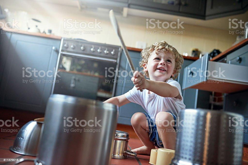 Você pode chamá-lo de ruído, mas crianças chamam divertimento - foto de acervo