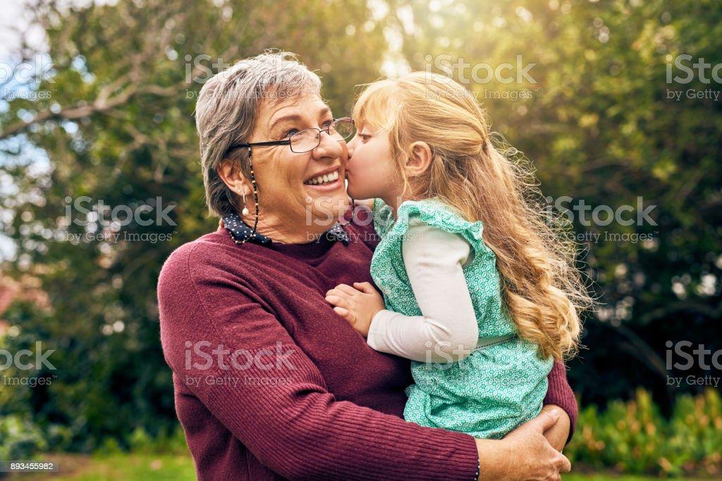 Siempre serás la niña de la abuela - foto de stock