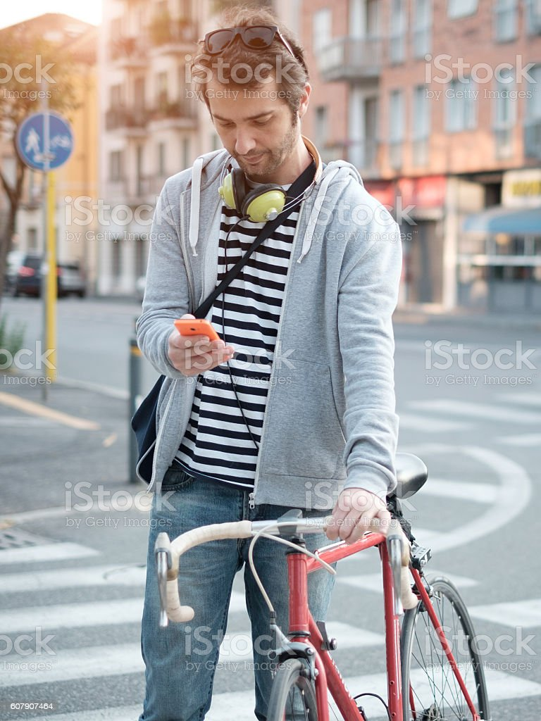 young adult casual dressed typing on the phone - foto stock