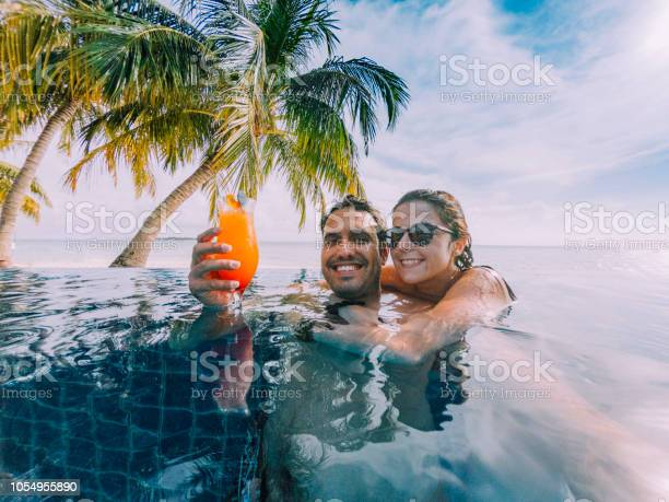 Young adult couple doing a selfie in the swimming pool in a island picture id1054955890?b=1&k=6&m=1054955890&s=612x612&h=jkhkqa4prffbqgvwlr4ozq8rqv8t3  mrqzl2mqjm m=