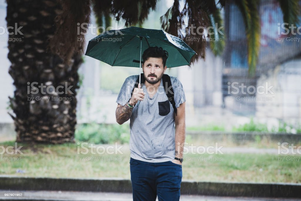 Young Adult Man Waiting Under The Rain - foto stock