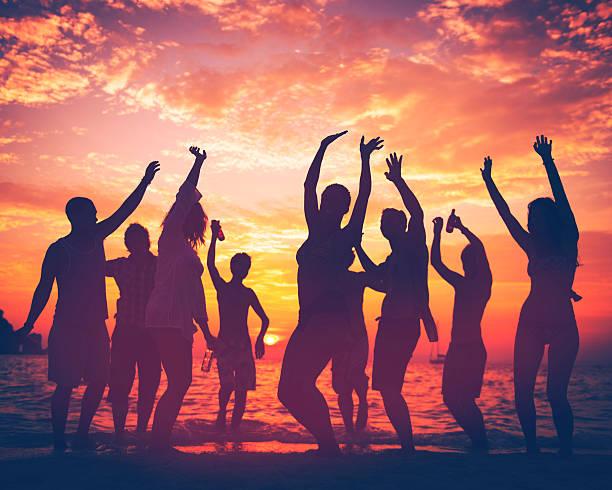 young adult summer beach party dancing concept - strandfeest stockfoto's en -beelden