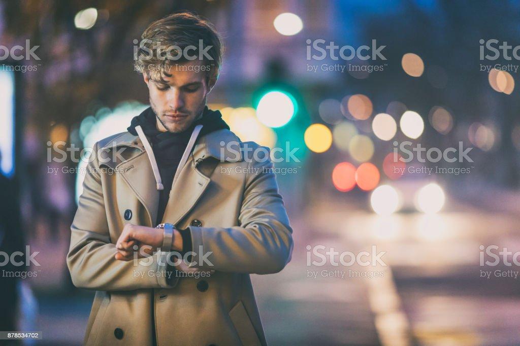 Junge Erwachsene warten – Foto