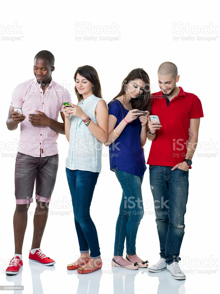 Junge Erwachsene und ein Mobil-Telefon – Foto