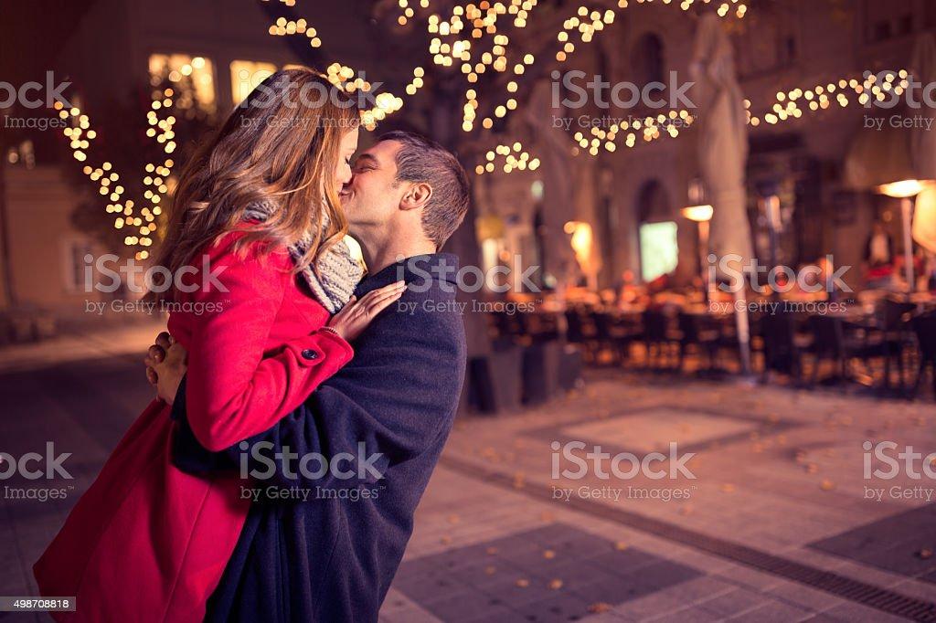 Junge Zärtlich paar küssen küsst – Foto