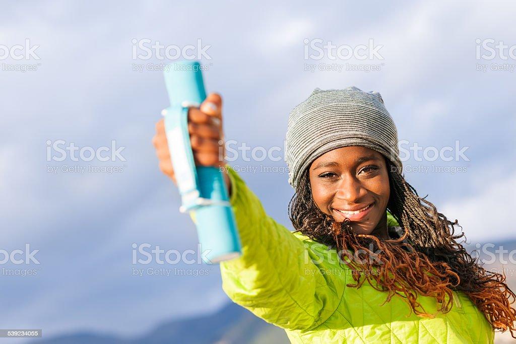 Mujer joven africana activo foto de stock libre de derechos