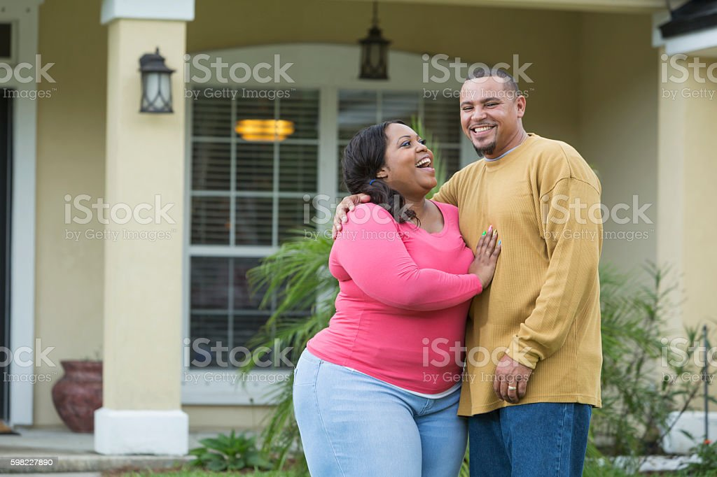 Young African American couple outside home foto royalty-free