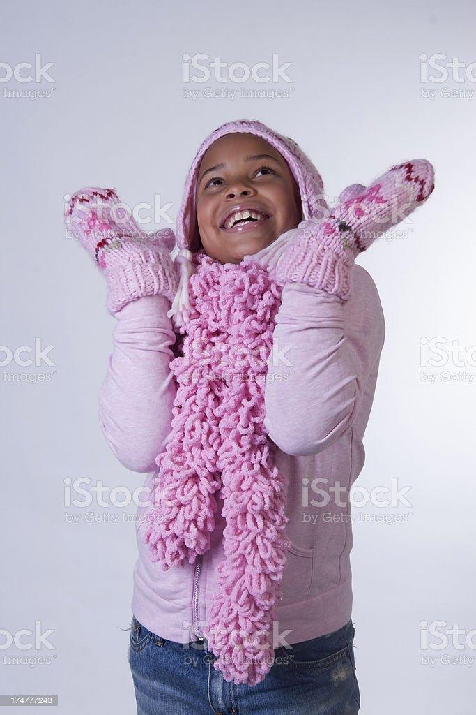 0272aea089b0 Giovane ragazza afro-americana in abbigliamento invernale foto stock  royalty-free