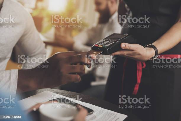Young african american is calculated credit card picture id1086131330?b=1&k=6&m=1086131330&s=612x612&h=aozwhg4y65esby5csnivngcdyqwzrrxczpmruisgpug=