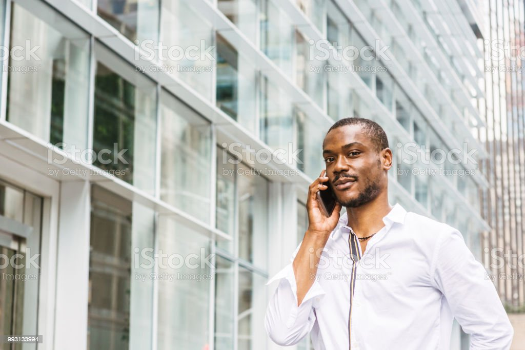 e913d92a69 Young African American Man with beard traveling in New York - Stock image .